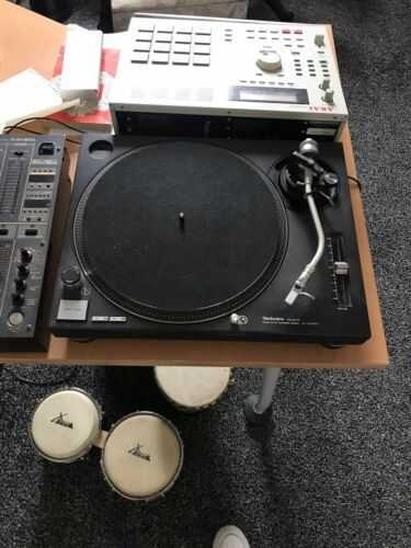 technics 1210 mk2 turntables With Plastic Covers