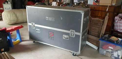 large flight case flightcase on wheels for screens and cables